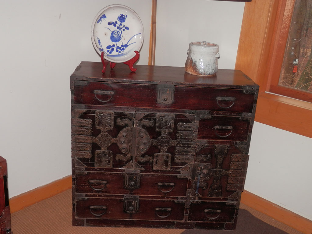 A Portable Chest From The Echizen Region Of An Sea Coast Two Original Keys Several Antique Account Books Are Included